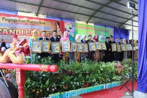 Pemberian penghargaan kepada siswa berprestasi tahun pelajaran 2017 2018